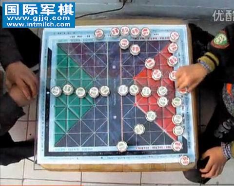 视频:九岁王慧��教索武祥下国际军棋